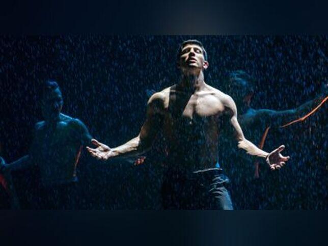 Шоу под дождем «Между мной и тобой» в Москве, 18 сентября 2020 г., Кз Измайлово