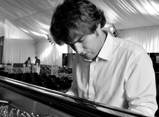 Концерт Лукаса Генюшас, фортепиано в Новосибирск, 5 февраля 2021 г., Государственный Концертный Зал Им. А.М. Каца