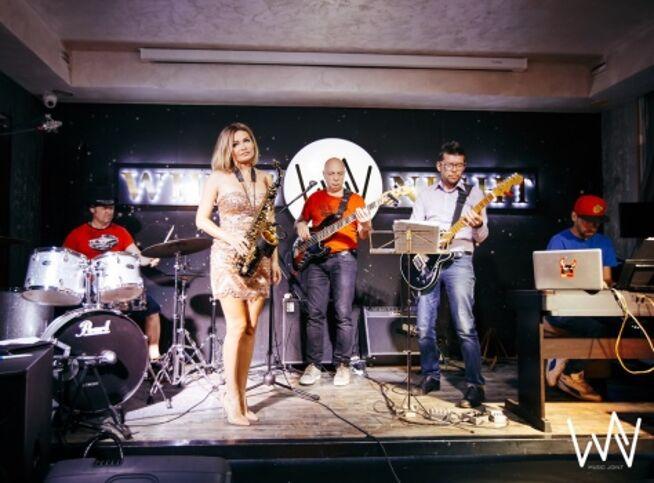 Концерт Weekend Band. Джаз на сцене Noisy River в Санкт-Петербурге, 11 ноября 2020 г., Ресторан Noisy River